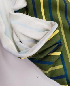 Pašiltintas, nestoras trikotažas Chaki ir spalvoti dryžiukai