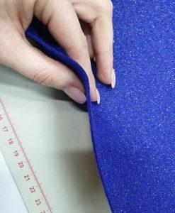 Blizgantis dirbtinio veltinio (filco) lakštas, violetinei mėlynas