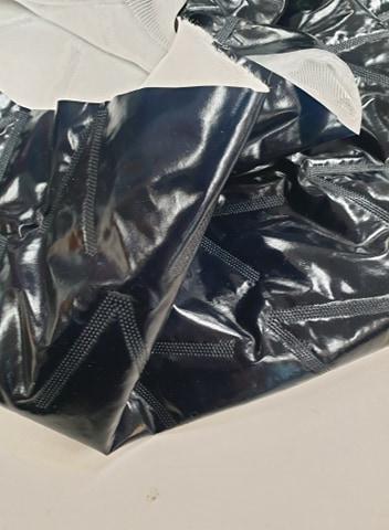 Dygsniuotas varnelėm vienpusis striukinis audinys Tamsiai mėlynas metalic