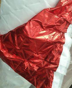 Dygsniuotas varnelėm vienpusis striukinis audinys Raudonas metalic