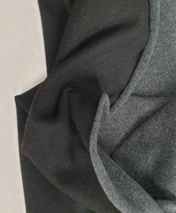 Pašiltintas, nestoras elastingas trikotažas Juodas